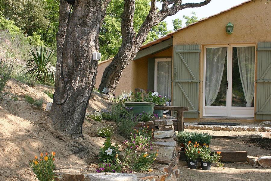 les maisons de micha chambres d 39 h tes au plan de la tour bed and breakfast var 83 plan d. Black Bedroom Furniture Sets. Home Design Ideas